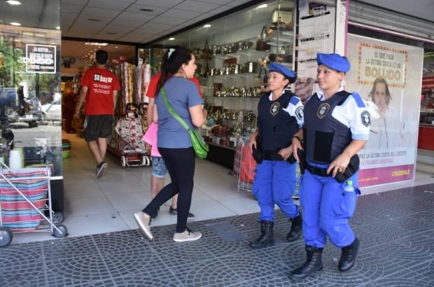 LA POLICÍA LOCAL RECORRE LAS CALLES