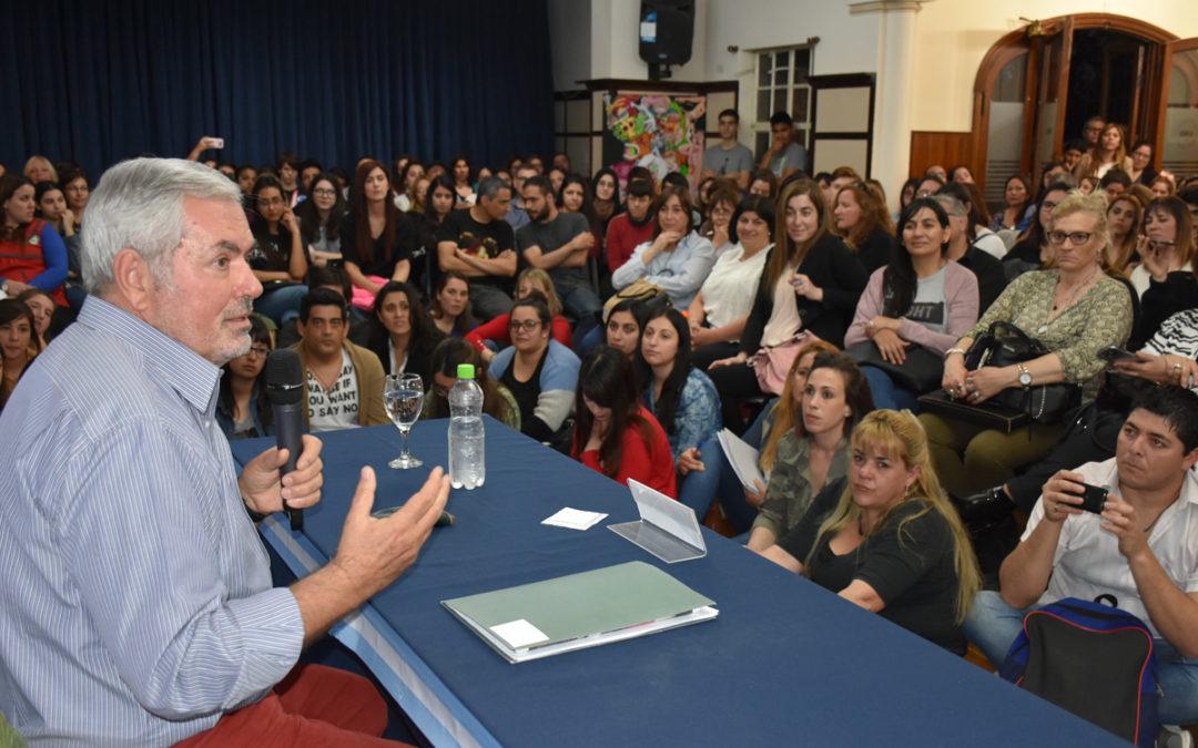 CONFERENCIA SOBRE EDUCACIÓN EN LA UNO