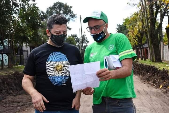 GUSTAVO MENÉNDEZ RECORRIÓ OBRAS EN MARIANO ACOSTA