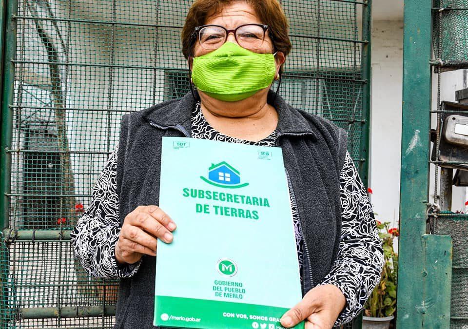 MÁS VECINOS DE MERLO RECIBIERON ESCRITURAS